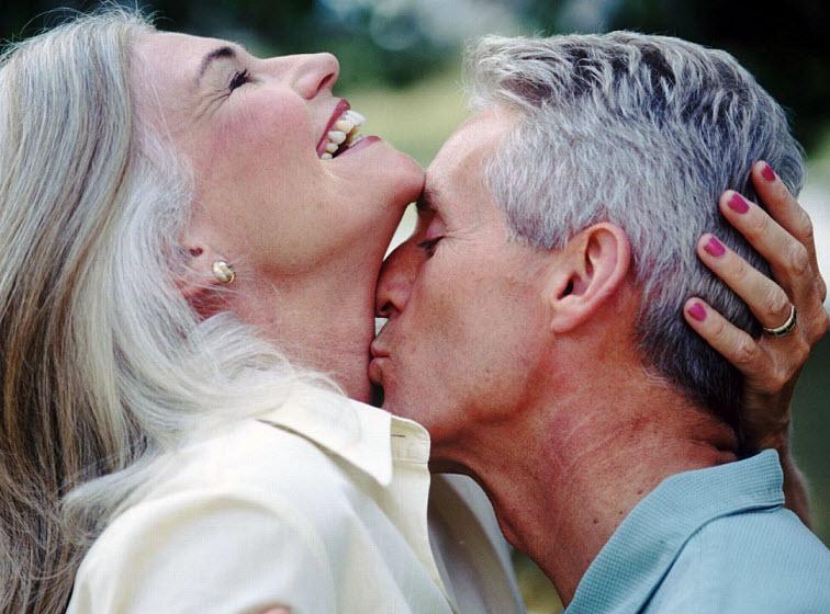 как любит мужчину и женщину в возрасте видео повиновался, револьвер